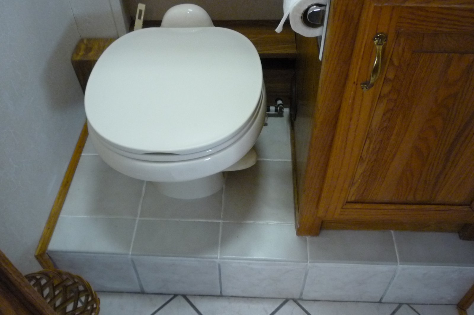 Click image for larger version  Name:newtoilet.jpg Views:70 Size:169.3 KB ID:166173