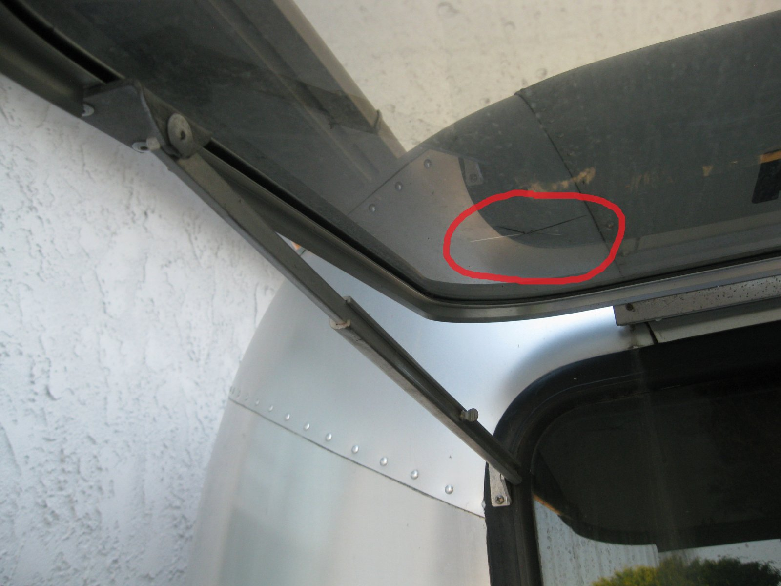 Click image for larger version  Name:IMG_7906crack.jpg Views:81 Size:182.2 KB ID:167494