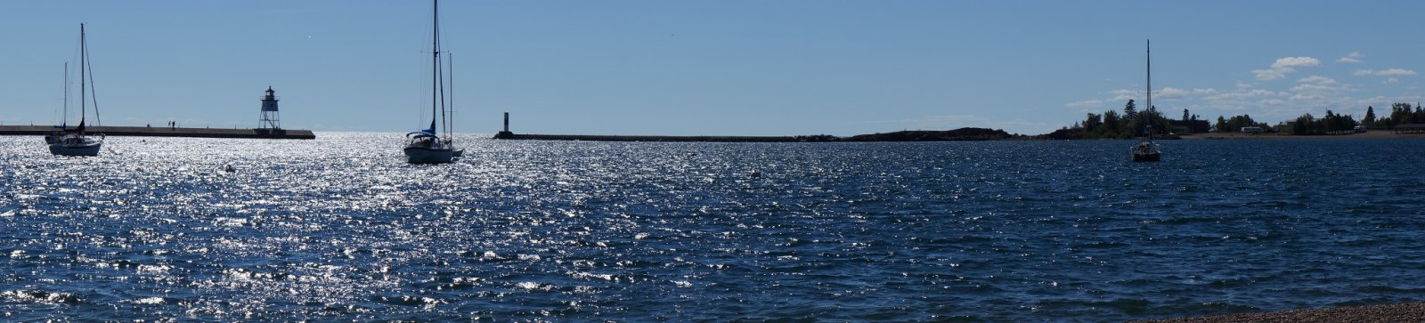 Click image for larger version  Name:Grand Marais harbor.jpg Views:63 Size:150.7 KB ID:168599
