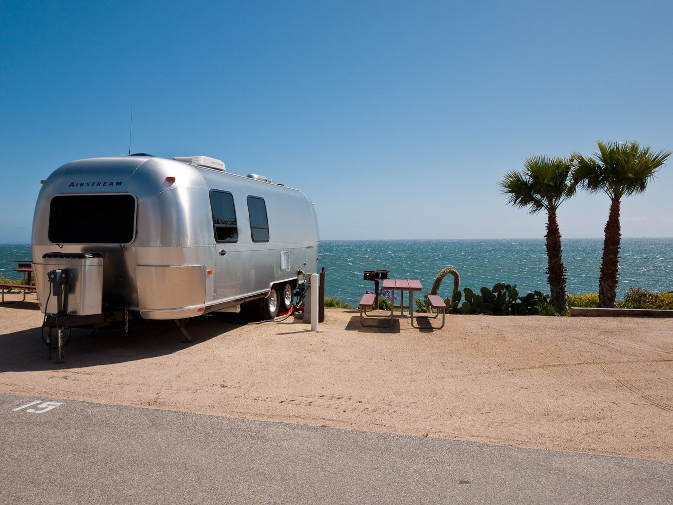 Click image for larger version  Name:airstream buddies-5.jpg Views:107 Size:335.7 KB ID:168819