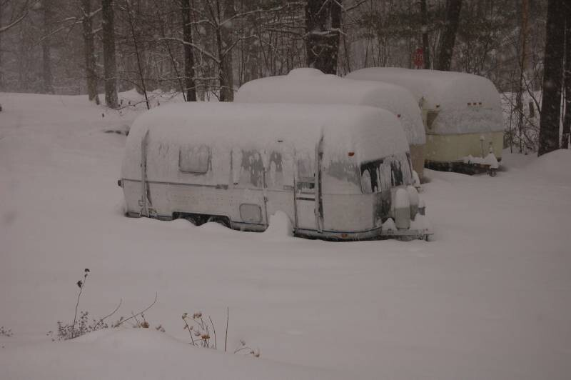 Click image for larger version  Name:Snowbound.jpg Views:94 Size:39.5 KB ID:16974