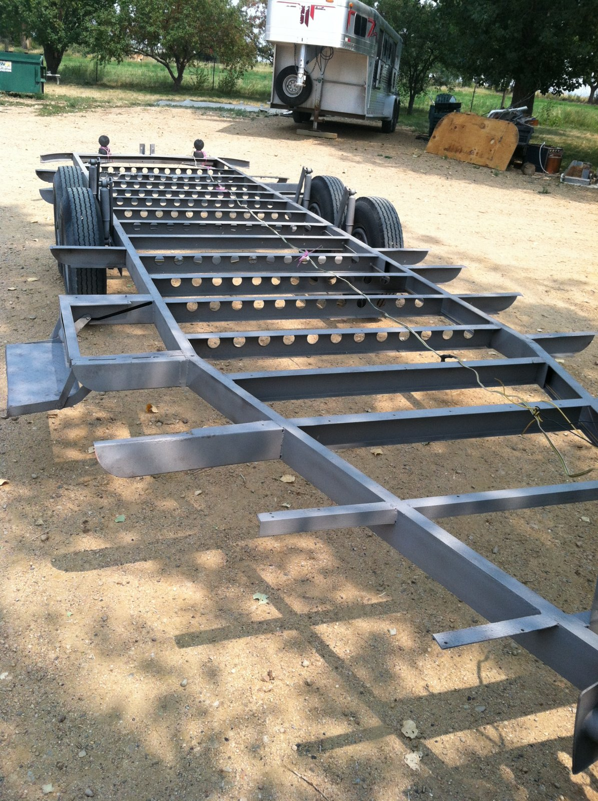 Click image for larger version  Name:stripped trailer 002.jpg Views:103 Size:513.3 KB ID:170094