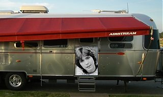 Click image for larger version  Name:keith in my trailer.jpg Views:156 Size:164.7 KB ID:17092