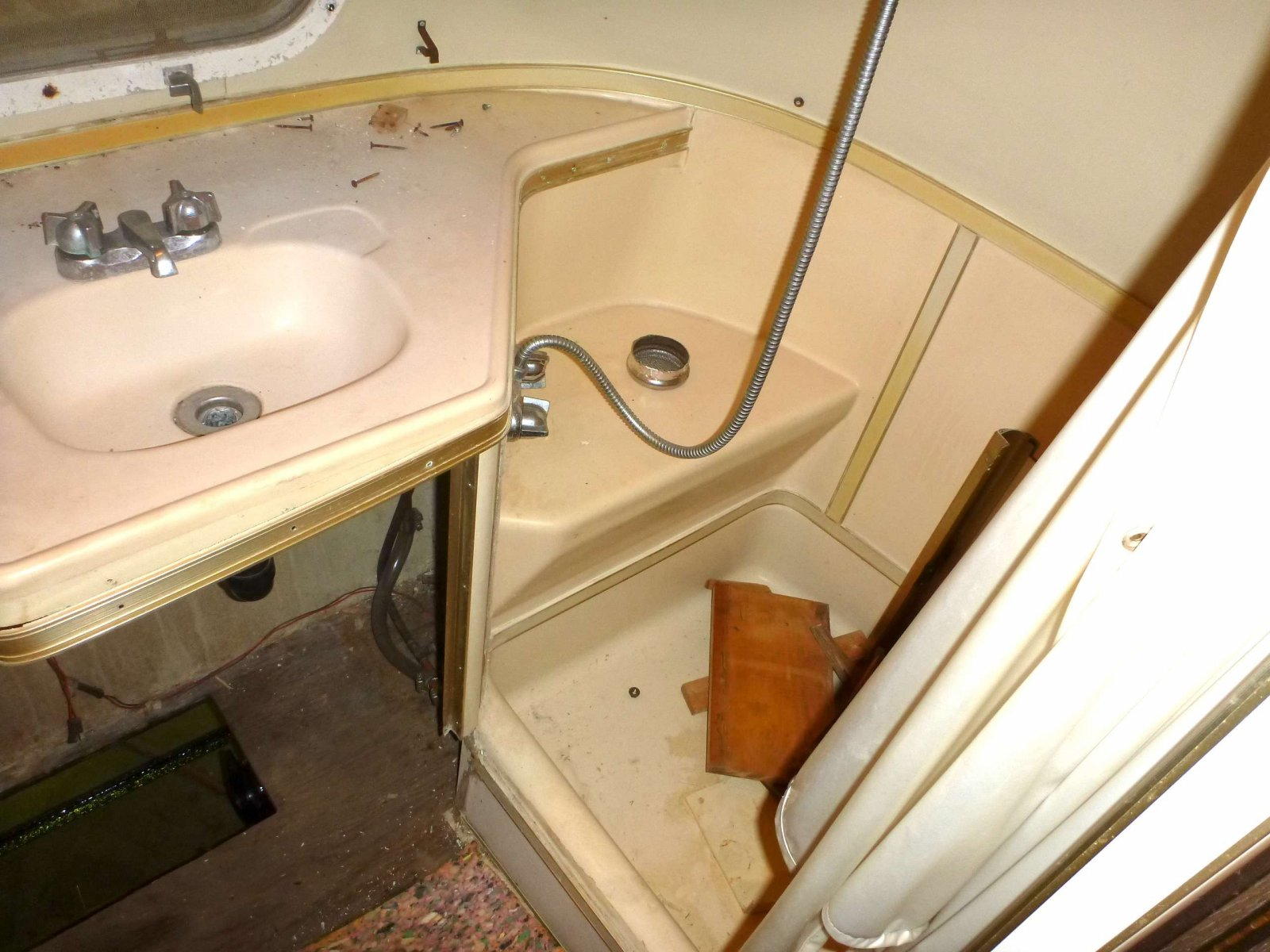 Click image for larger version  Name:Shower Sink No Tank.jpg Views:69 Size:242.5 KB ID:173656