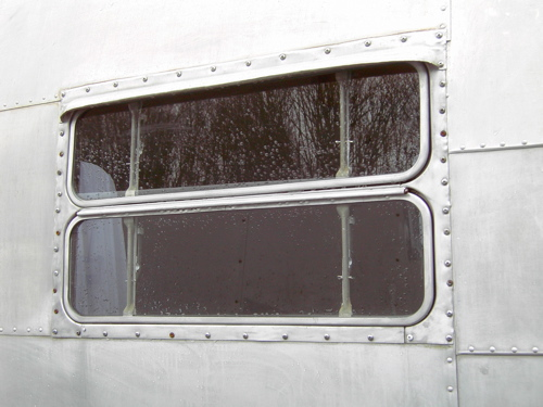 Click image for larger version  Name:airstream side window.jpg Views:77 Size:82.0 KB ID:17378