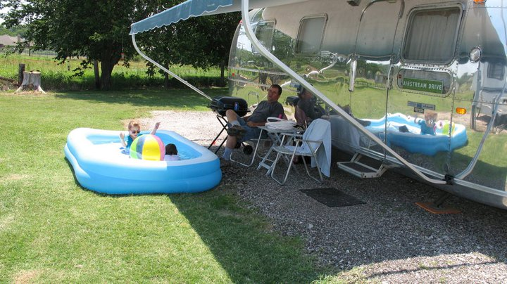 Click image for larger version  Name:Airstream Swimming.jpg Views:105 Size:97.0 KB ID:173896