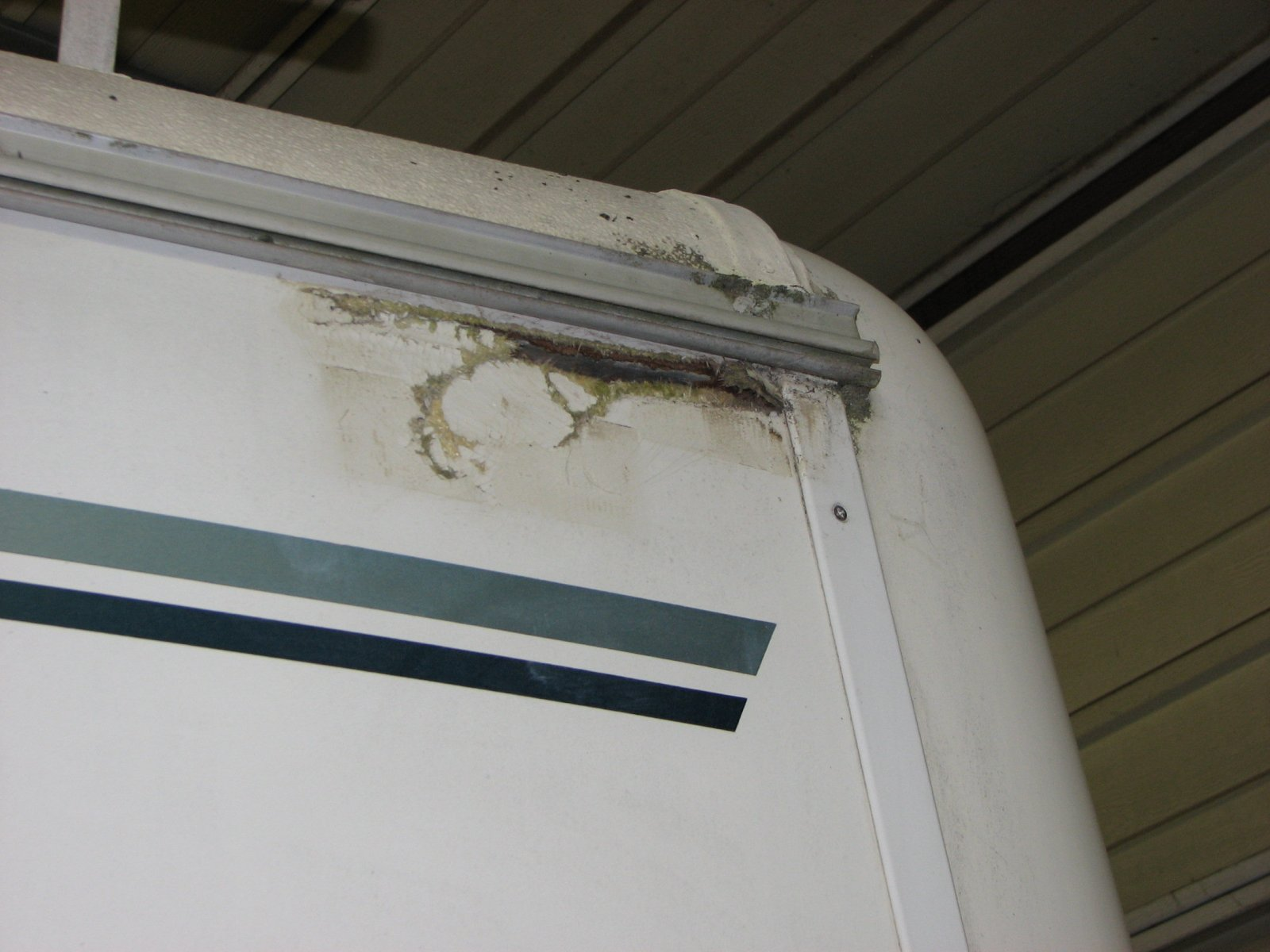 Click image for larger version  Name:8 inches of torn fiberglass.jpg Views:66 Size:187.5 KB ID:173906