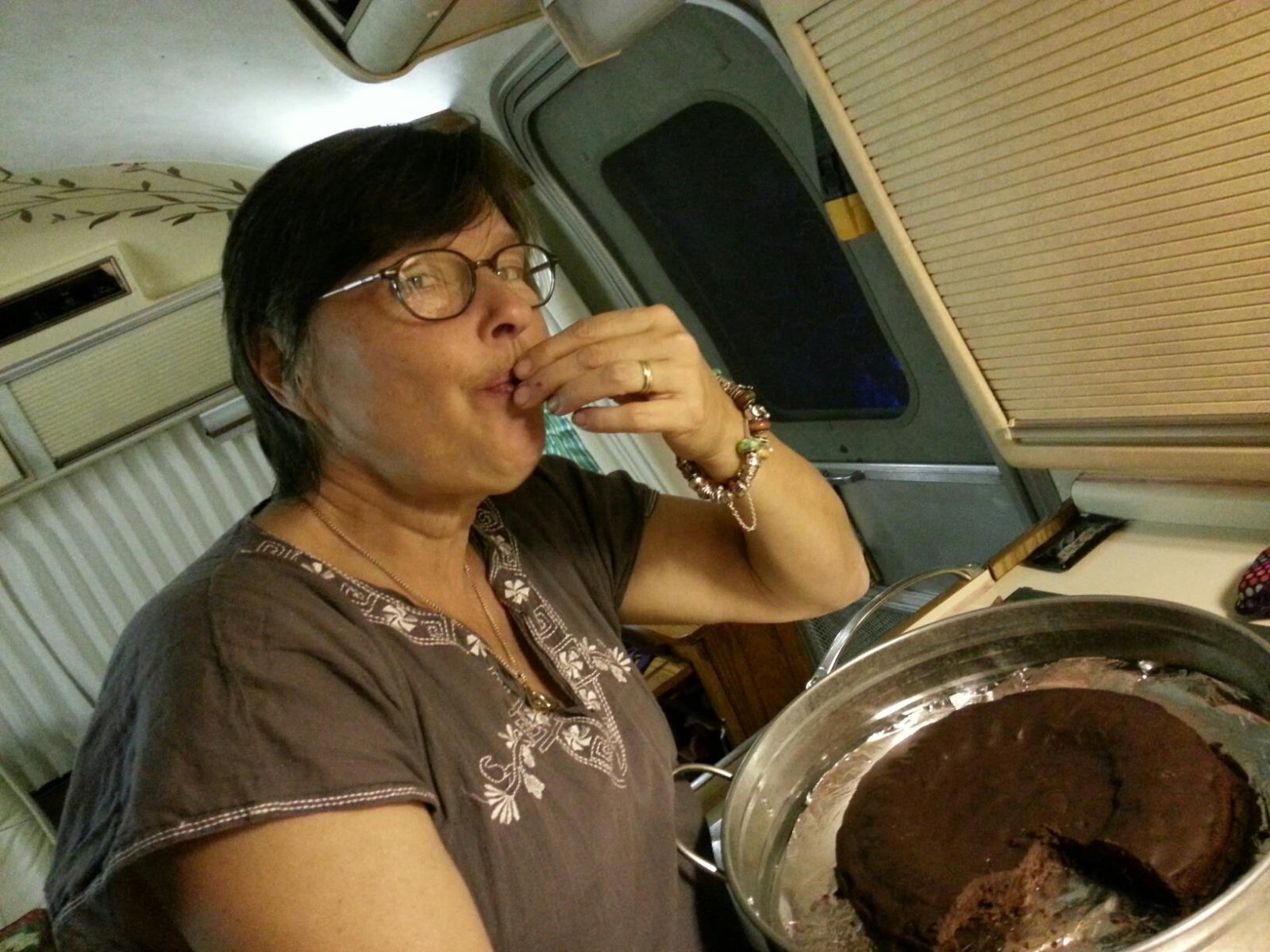 Click image for larger version  Name:Blanco, testing the cake.jpg Views:73 Size:285.0 KB ID:174327