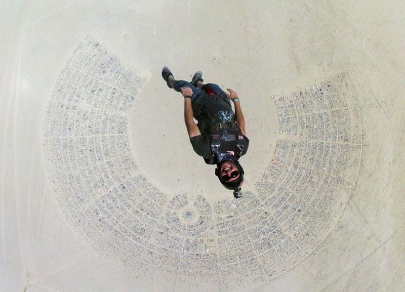 Click image for larger version  Name:skydiving-into-burning-man-2012.jpg Views:1364 Size:129.9 KB ID:175498