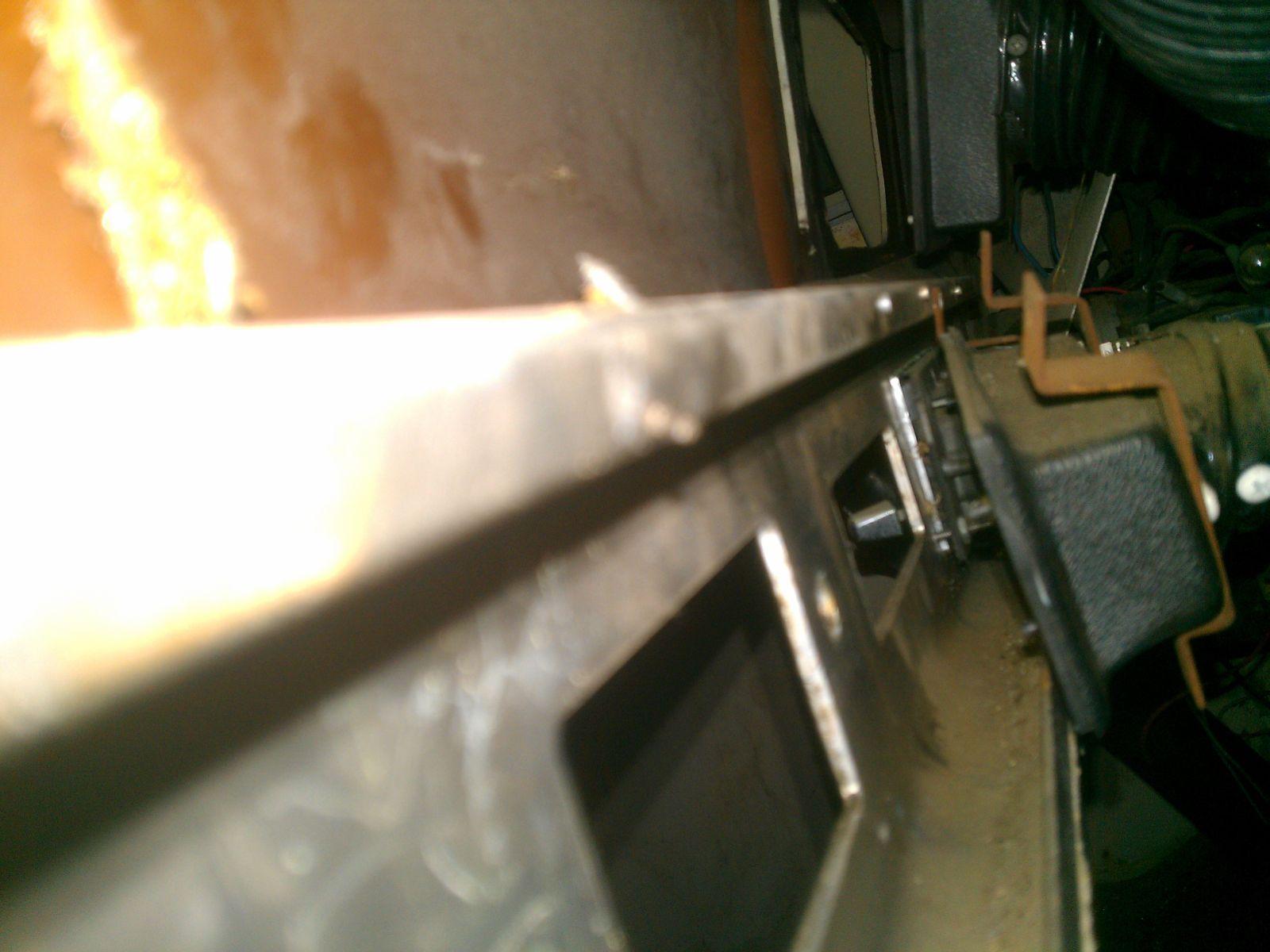 Click image for larger version  Name:74-argosy-broken-dash-screw-tip-1.jpg Views:138 Size:166.7 KB ID:176231