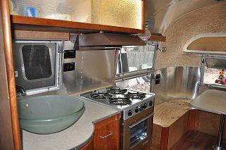 Click image for larger version  Name:KitchenandTable.jpg Views:194 Size:253.0 KB ID:176567