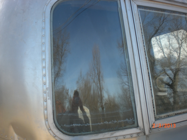 Click image for larger version  Name:Airstream wing window 005.JPG Views:100 Size:235.1 KB ID:178090