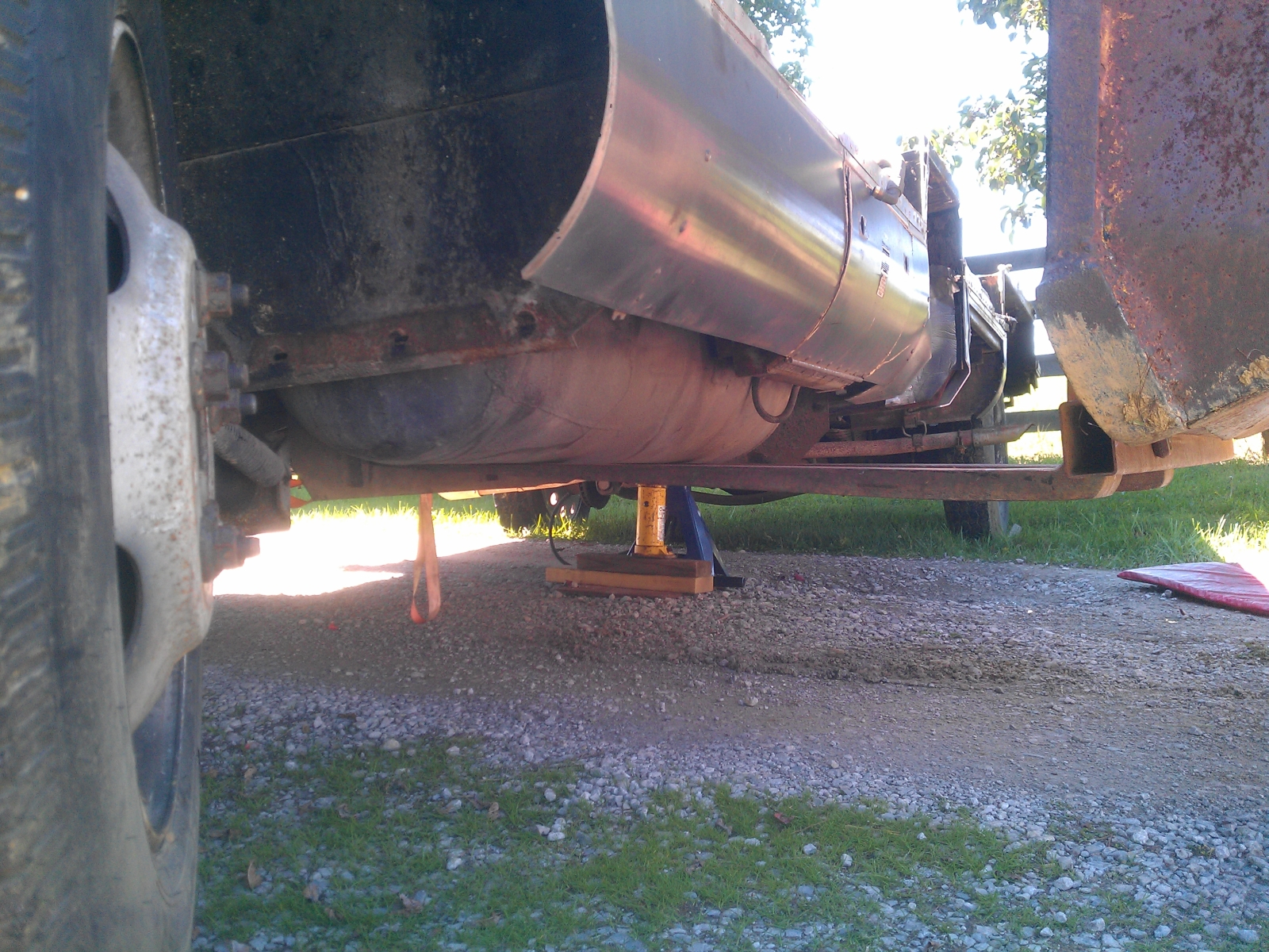 Click image for larger version  Name:86-345-propane-tank-removal.jpg Views:104 Size:1.55 MB ID:179147