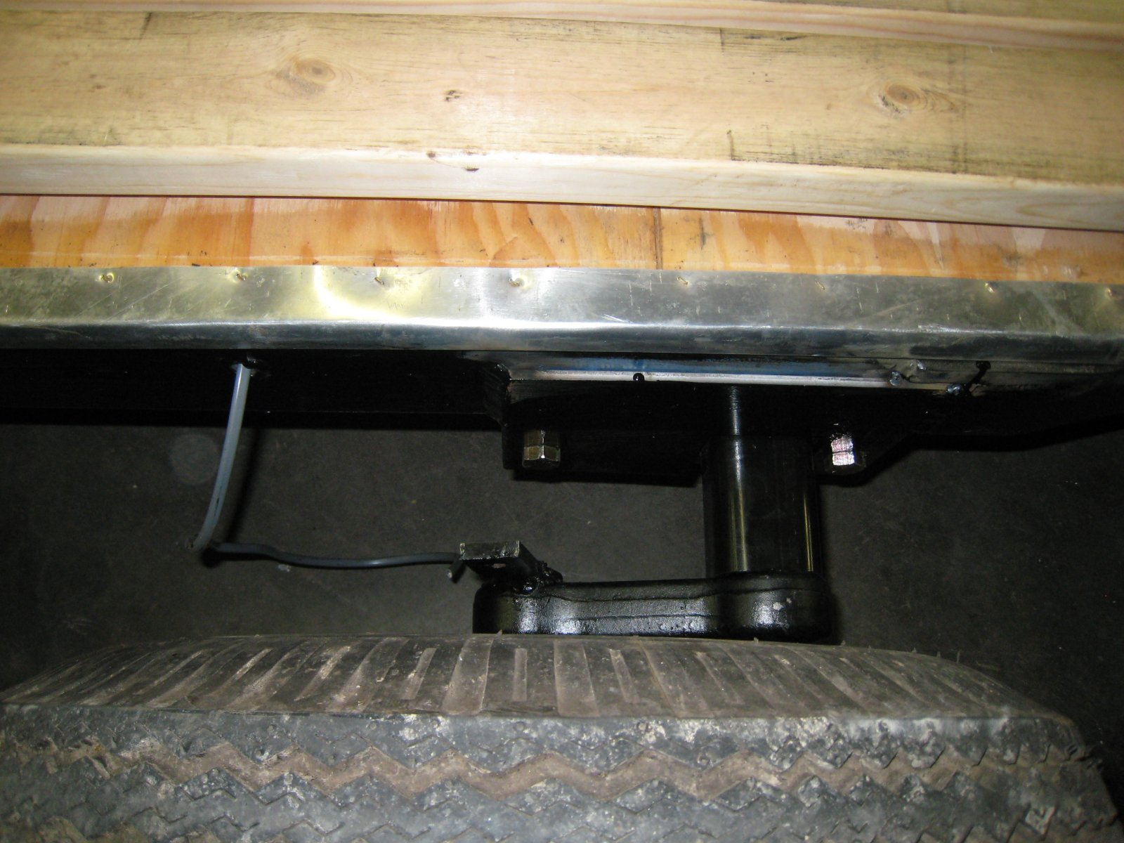Click image for larger version  Name:Lilys New Axle3.jpg Views:57 Size:265.8 KB ID:180023