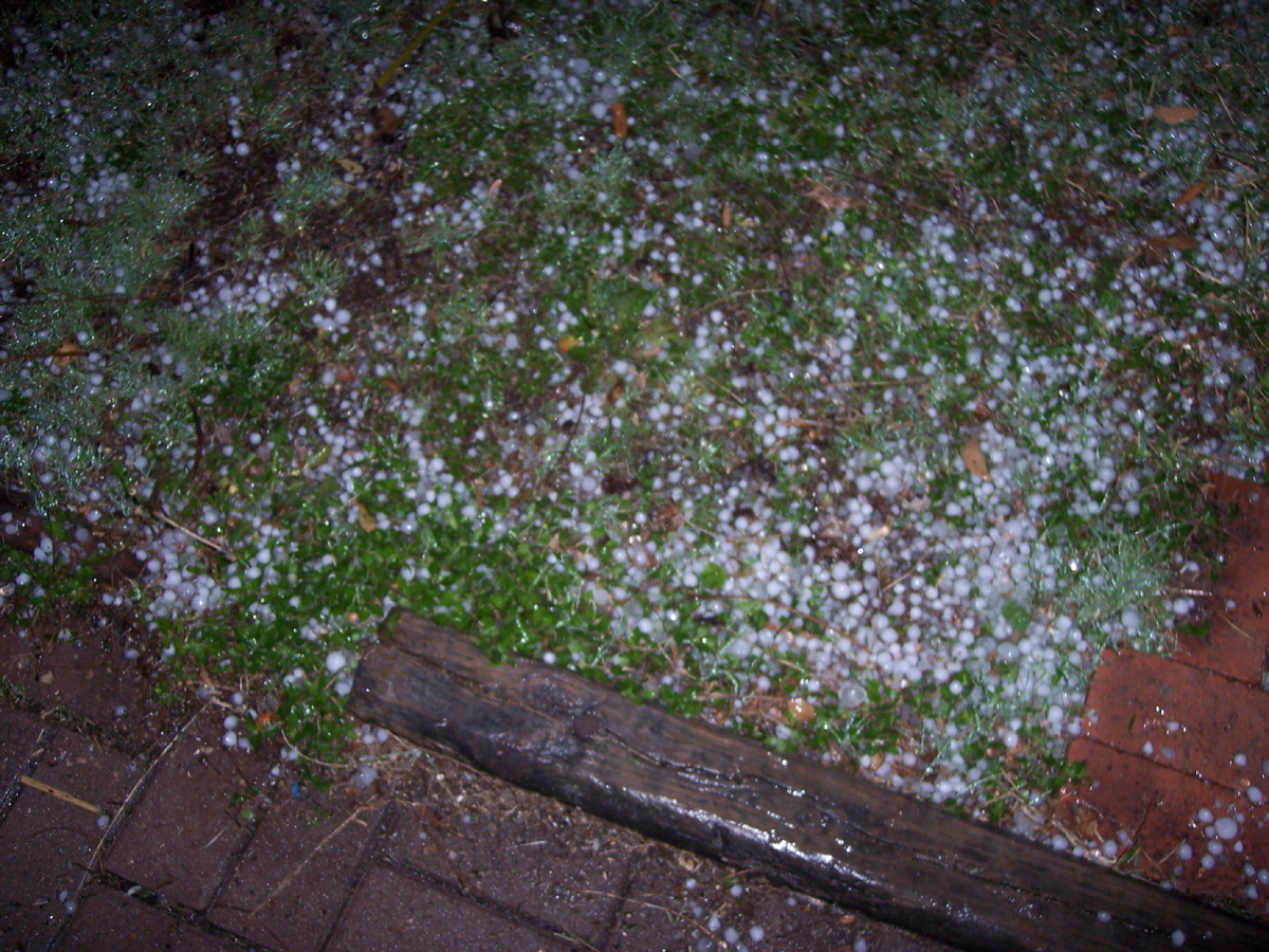 Click image for larger version  Name:hail.jpg Views:63 Size:767.4 KB ID:181732