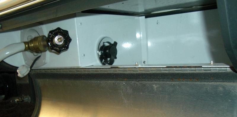 Click image for larger version  Name:black tank flush port.jpg Views:118 Size:246.4 KB ID:18180