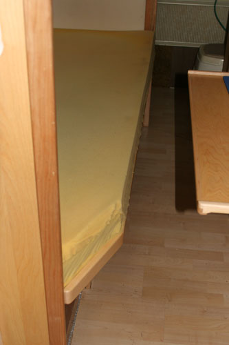 Click image for larger version  Name:IMG_4729 bed corner-s.jpg Views:77 Size:47.9 KB ID:18792