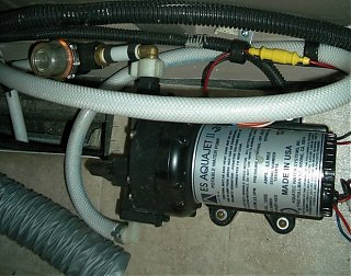 Click image for larger version  Name:waterpump and pre filter.jpg Views:118 Size:282.2 KB ID:18799