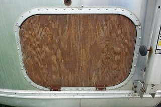 Click image for larger version  Name:Right rear door - replace.jpg Views:109 Size:304.7 KB ID:188427