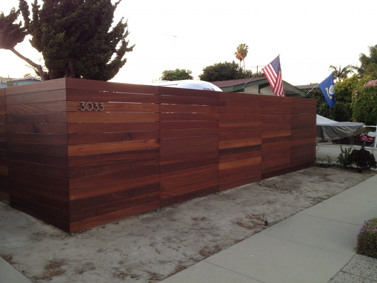 Click image for larger version  Name:airstreamfence01.jpg Views:204 Size:234.5 KB ID:188632