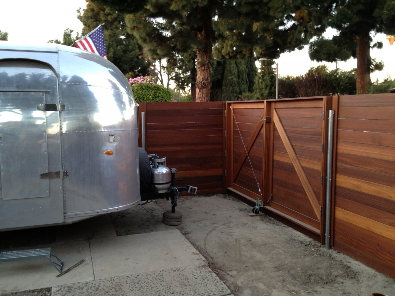 Click image for larger version  Name:airstreamfence02.jpg Views:197 Size:277.1 KB ID:188633