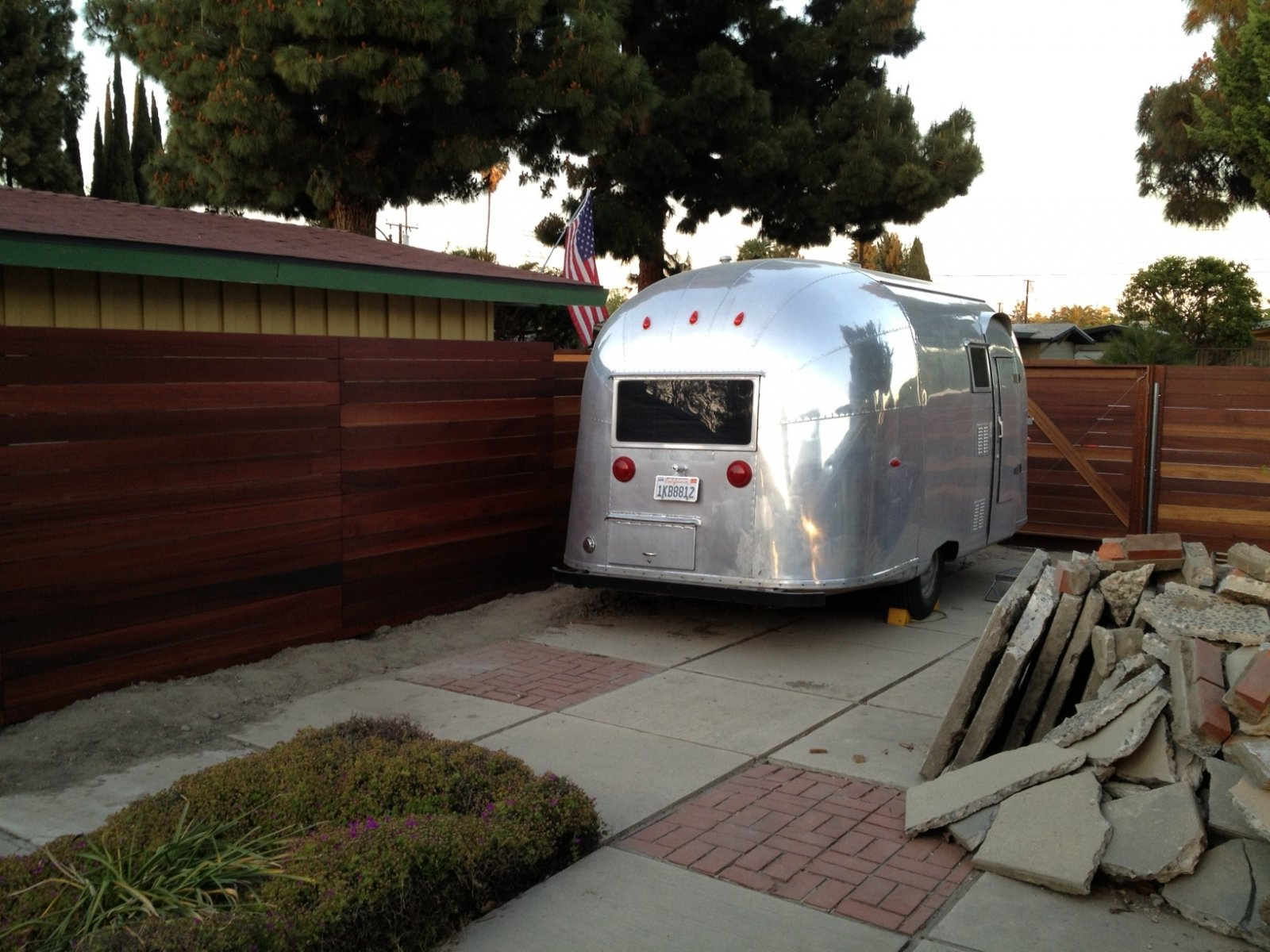 Click image for larger version  Name:airstreamfence03.jpg Views:190 Size:288.6 KB ID:188634