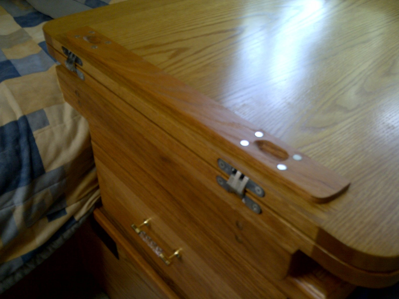 Click image for larger version  Name:Bi-Fold Night Table4-20130702.jpg Views:69 Size:201.7 KB ID:189979
