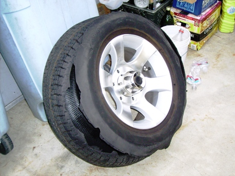 Click image for larger version  Name:Blown Tire.JPG Views:77 Size:106.9 KB ID:191144