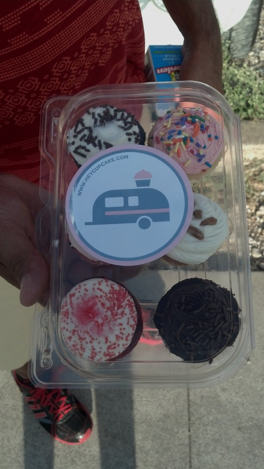 Click image for larger version  Name:Cupcakes from Hey Cupcake in Austin.jpg Views:100 Size:199.8 KB ID:192393
