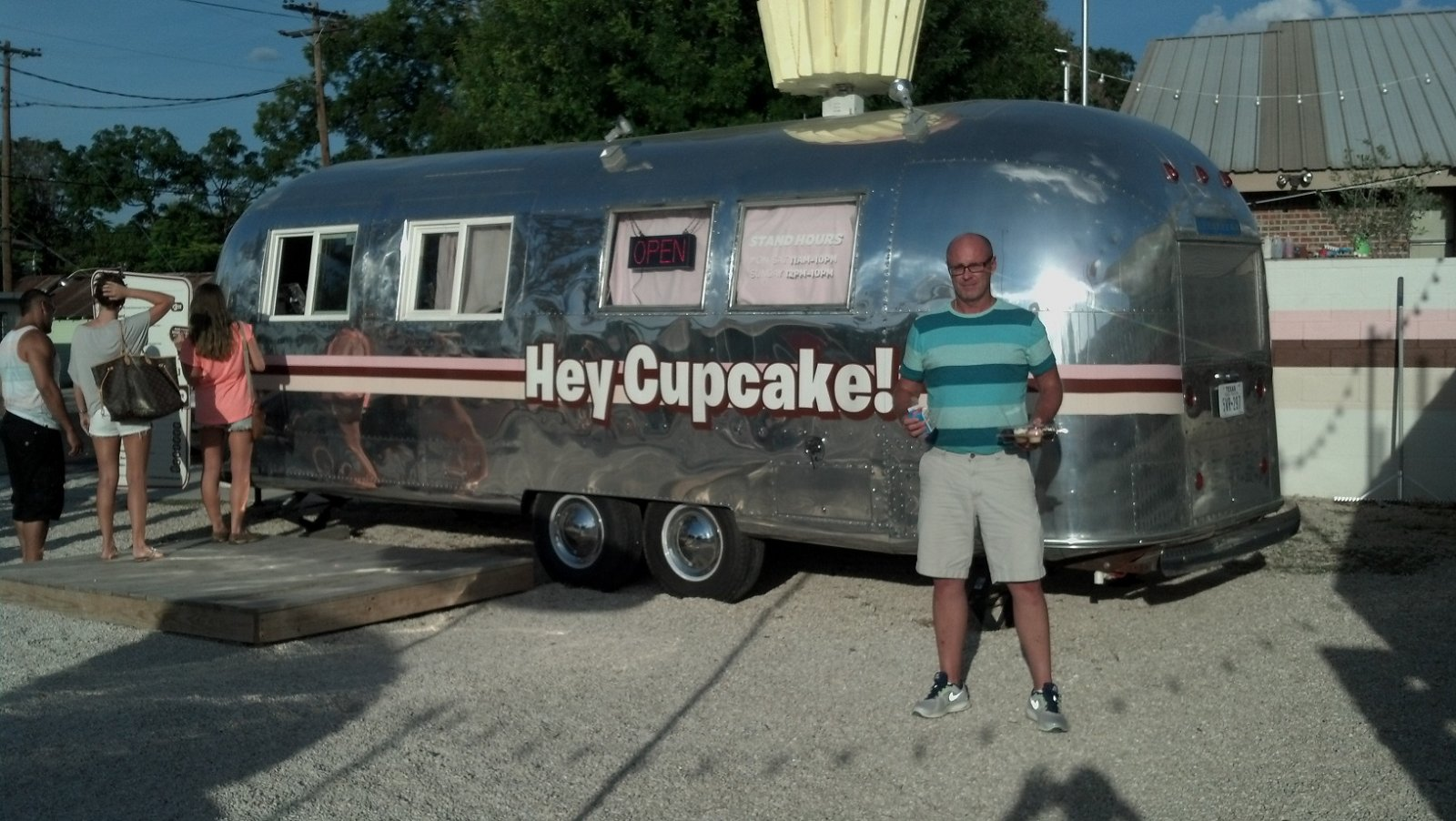 Click image for larger version  Name:Hey Cupcake in Austin 1.jpg Views:116 Size:256.0 KB ID:192394