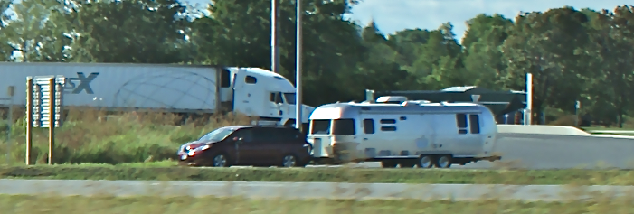 Click image for larger version  Name:Airstream on the 401.jpg Views:128 Size:201.7 KB ID:193398