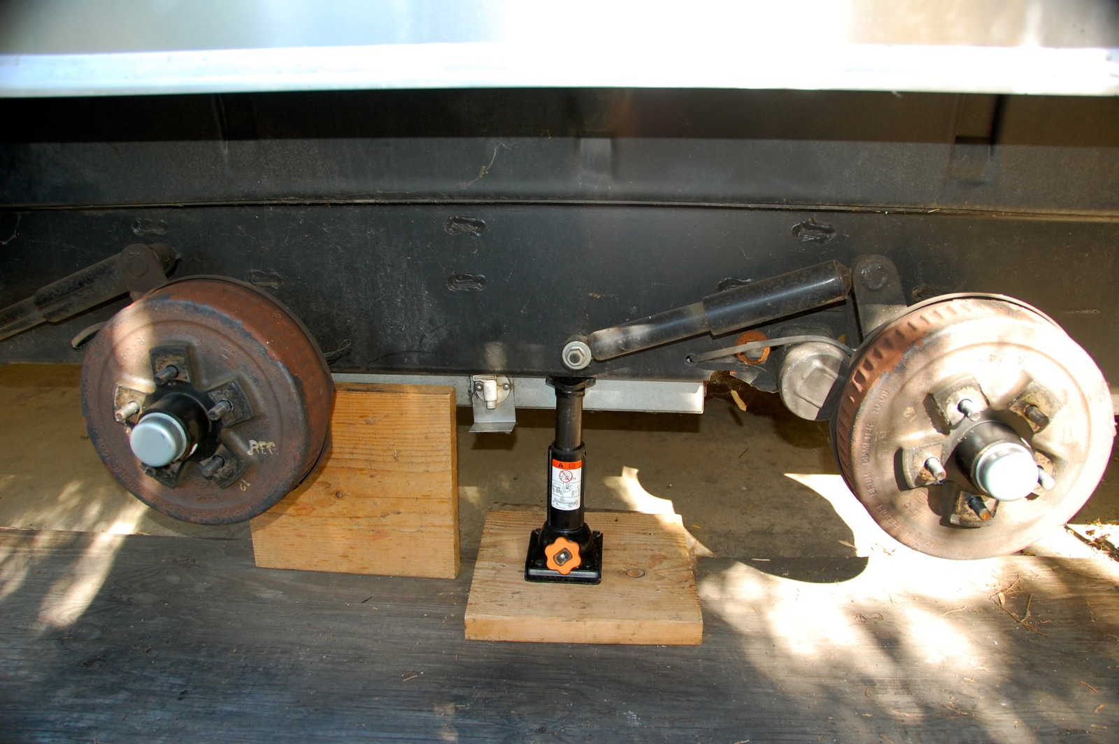 Click image for larger version  Name:DSC_0194 Jack on axle mount plate.jpg Views:135 Size:393.0 KB ID:193544