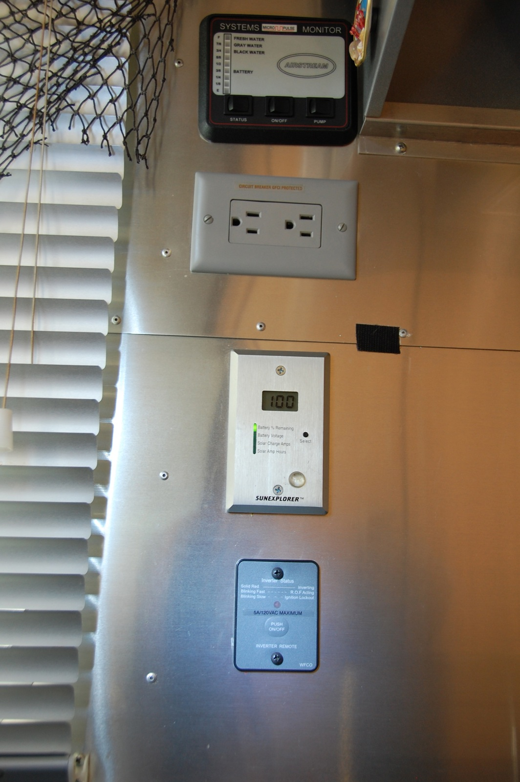 Click image for larger version  Name:DSC_0061 Monitors & Inverter switch.jpg Views:38 Size:314.6 KB ID:193761