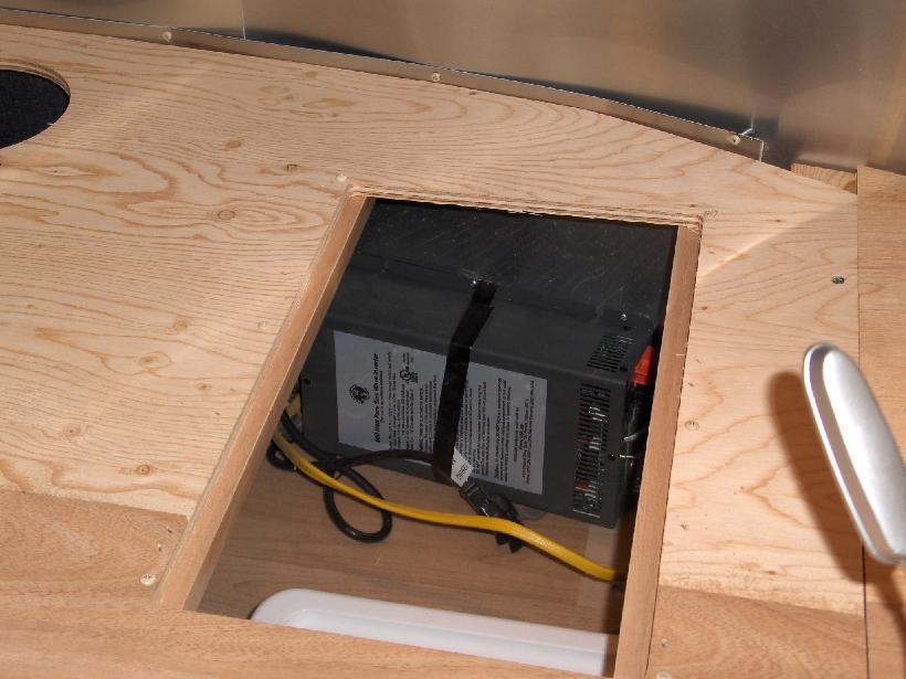 Click image for larger version  Name:HPIM1388 Trap Door Opened & Inverter.jpg Views:40 Size:64.7 KB ID:193842