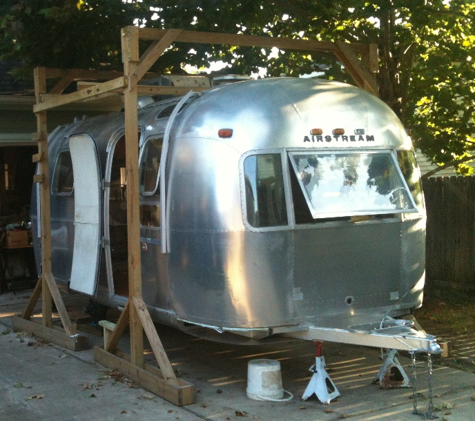 Click image for larger version  Name:Airstream roof scaffold.jpg Views:91 Size:212.3 KB ID:195456