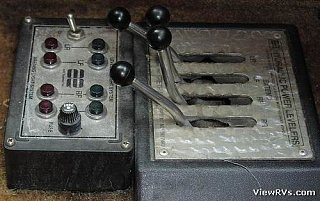 Click image for larger version  Name:Leveling  controls.jpg Views:55 Size:37.1 KB ID:197278