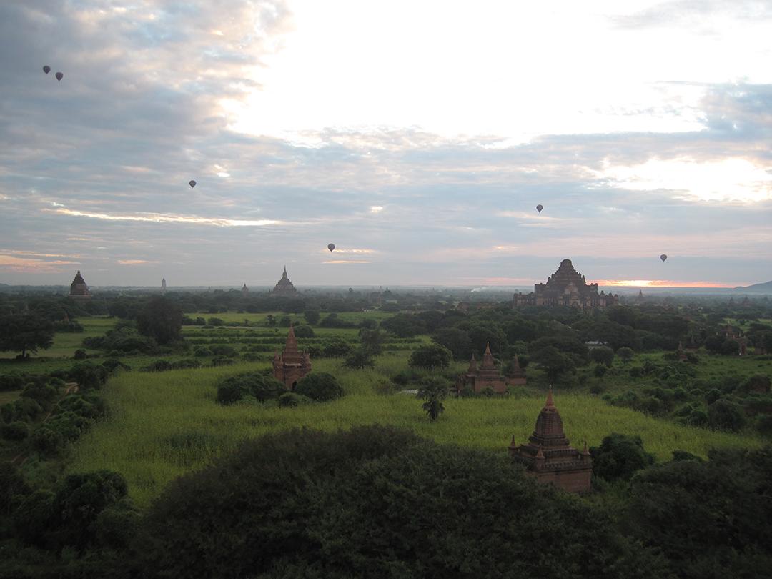 Click image for larger version  Name:Ballons over Bagon,Myanmar 11-11-2014.jpg Views:88 Size:521.7 KB ID:200865