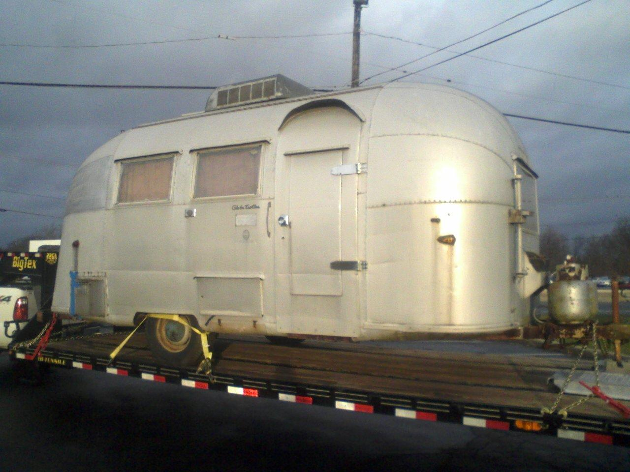 Click image for larger version  Name:airstream on trailer.JPG Views:132 Size:150.0 KB ID:202179