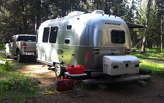 Click image for larger version  Name:airstream behind.jpg Views:115 Size:625.6 KB ID:202356
