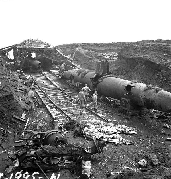 Click image for larger version  Name:Abandoned_Japanese_submarines_on_Kiska_3599747.jpg Views:53 Size:140.0 KB ID:202676