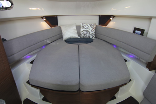 Click image for larger version  Name:Bostonwhaler_345conquest14_queen.jpg Views:137 Size:54.1 KB ID:205036