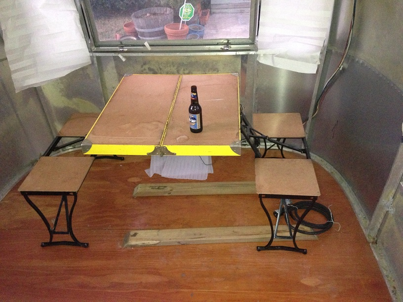 Click image for larger version  Name:Small Dinette.jpg Views:132 Size:198.9 KB ID:205789