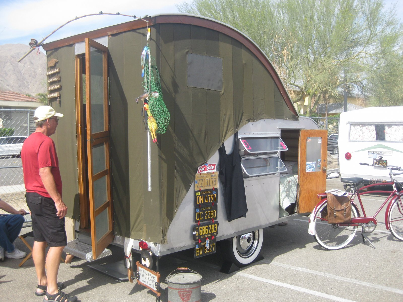 Click image for larger version  Name:Palm Springs Vintage Trailer Show (303).jpg Views:70 Size:367.8 KB ID:206555