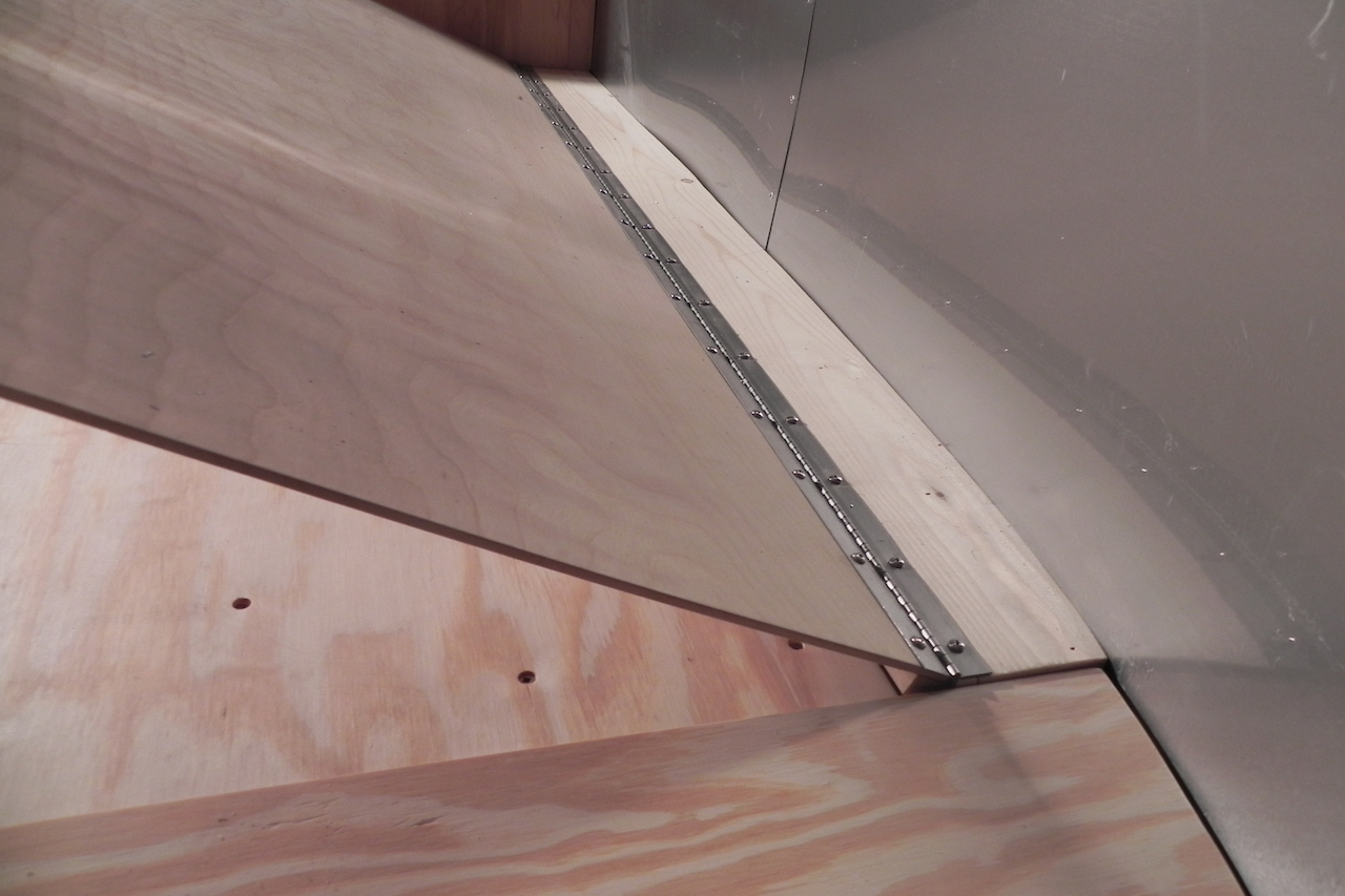 Click image for larger version  Name:Bed top cover hinge.JPG Views:70 Size:507.1 KB ID:206732
