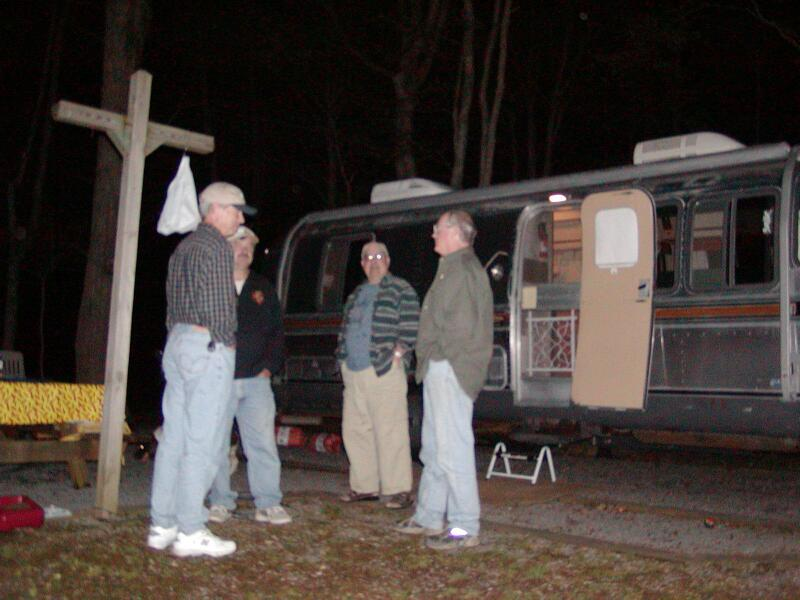 Click image for larger version  Name:800-Airstream-NoGa-ChattingAfterDark-P4210036.jpg Views:62 Size:60.2 KB ID:20694