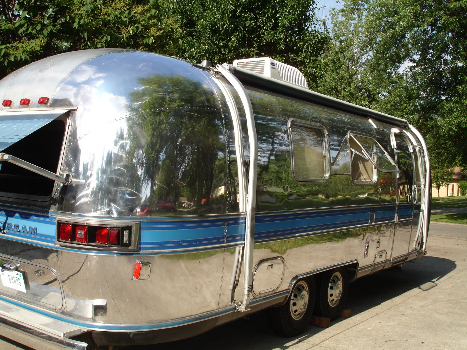 Click image for larger version  Name:partial polish Airstream 004.jpg Views:1323 Size:493.7 KB ID:207862