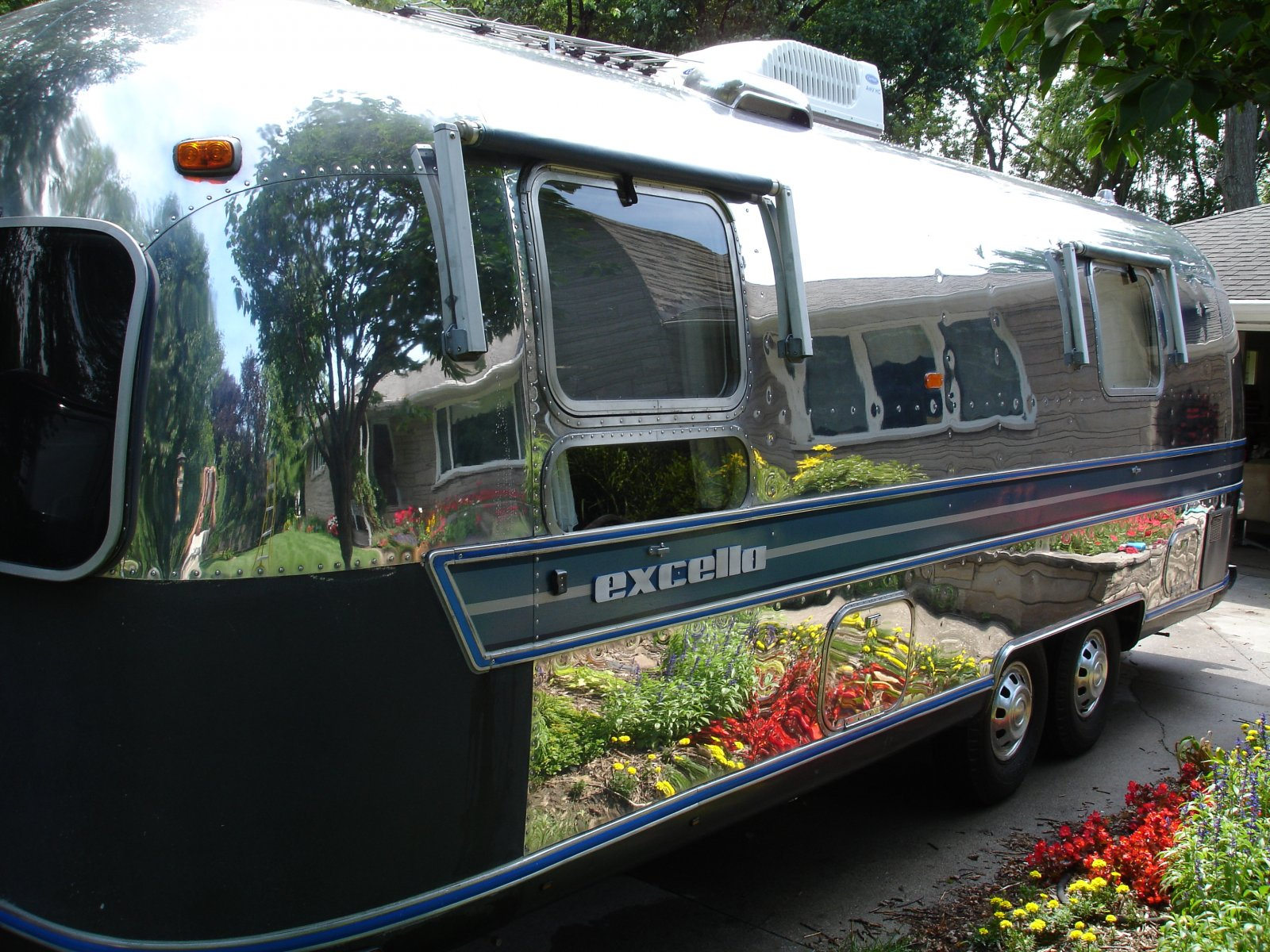 Click image for larger version  Name:1976 Airstream 053.jpg Views:299 Size:408.9 KB ID:207863