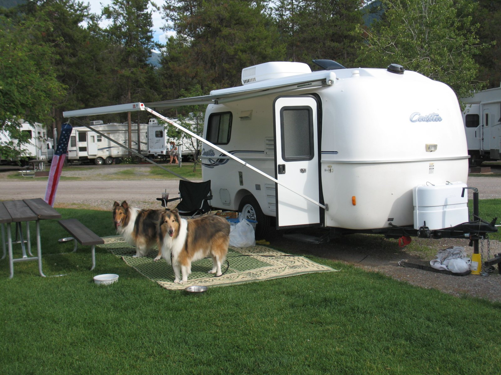 Click image for larger version  Name:93 The Collies and the Casita.jpg Views:108 Size:388.9 KB ID:207985