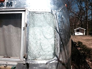 Click image for larger version  Name:airstream window.jpg Views:100 Size:136.8 KB ID:208662