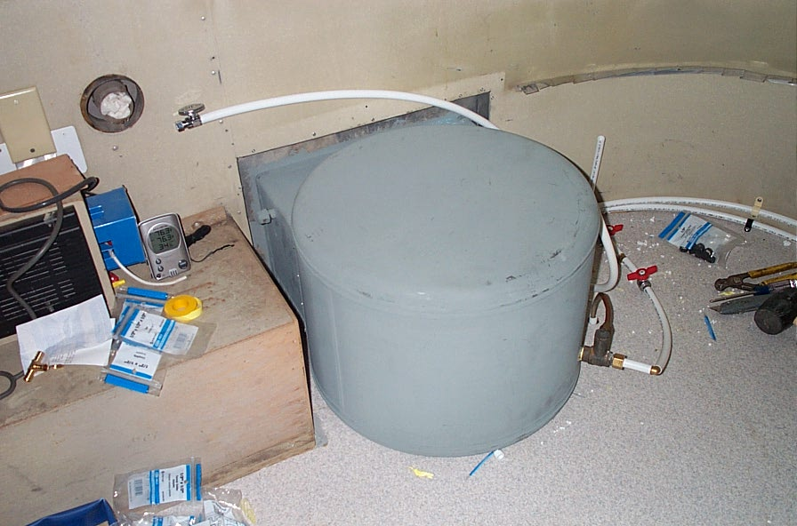 Click image for larger version  Name:water heater inside.jpg Views:97 Size:96.0 KB ID:20873